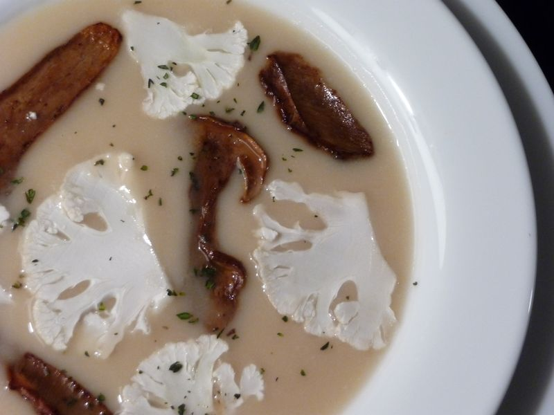Cauliflower and porcini soup